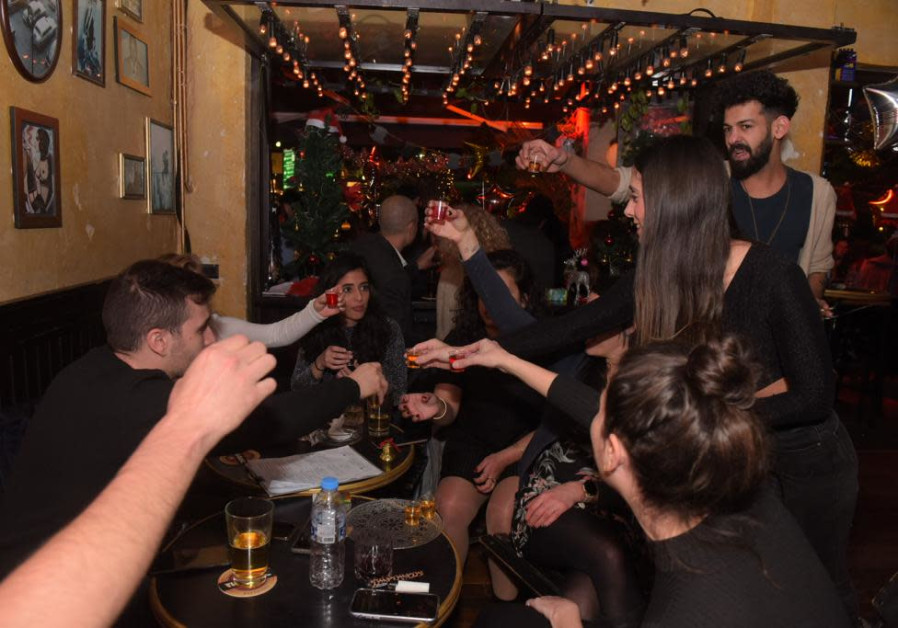 Toasting the new year, Israelis celebrate in Tel Aviv. (AVSHALOM SASSONI/MAARIV)