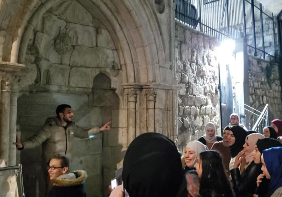 Bashar Abu Shamsiyeh guides Vakt-i Kıraat group in Jerusalem's Old City (Credit: Shakir Rimzky)
