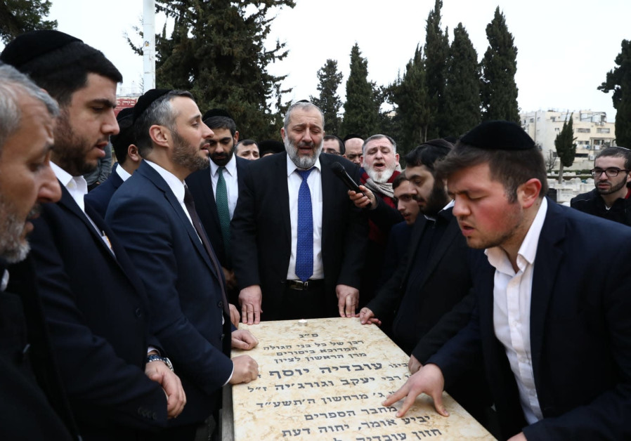 Shas leader Aryeh Deri prayed at the grave of Rabbi Ovadia Yosef Zachel, founder of the Shas movement, the morning of Israel's 23 Knesset elections (Credit: Shas Campaign Spokesperson)