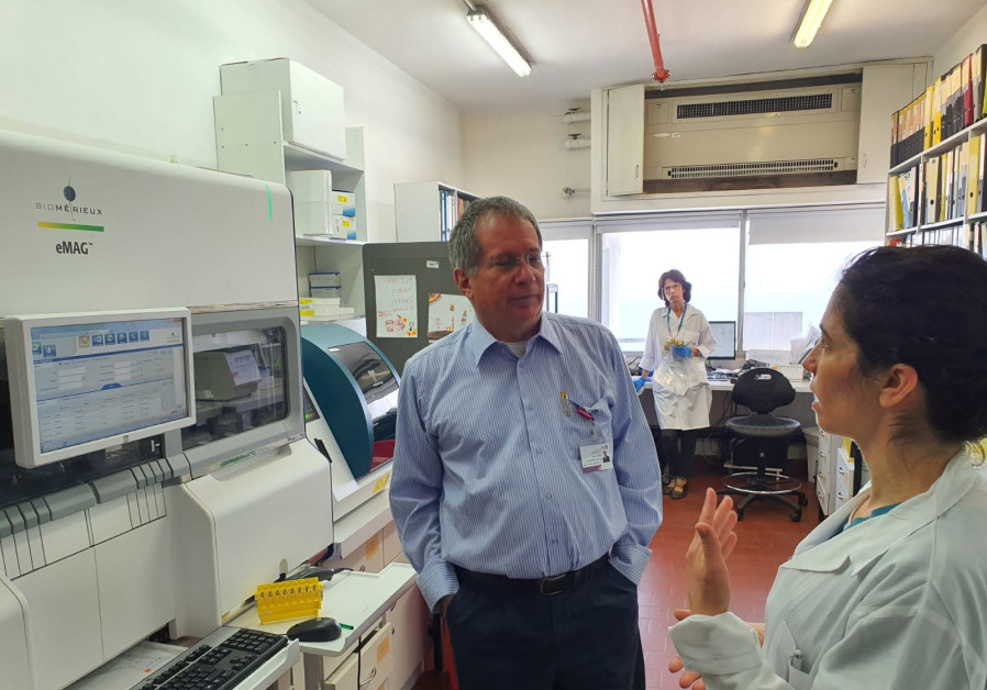 Prof. Michael Halberthal with Dr. Moran Szwarcwort-Cohen in a visit to the lab. (Credit: TECHNION SPOKESPERSON'S OFFICE AND RAMBAM SPOKESPERSON'S OFFICE)