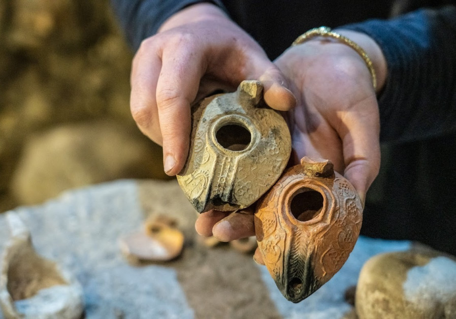 Weights from the Second Temple period (Yaniv Berman/IAA)
