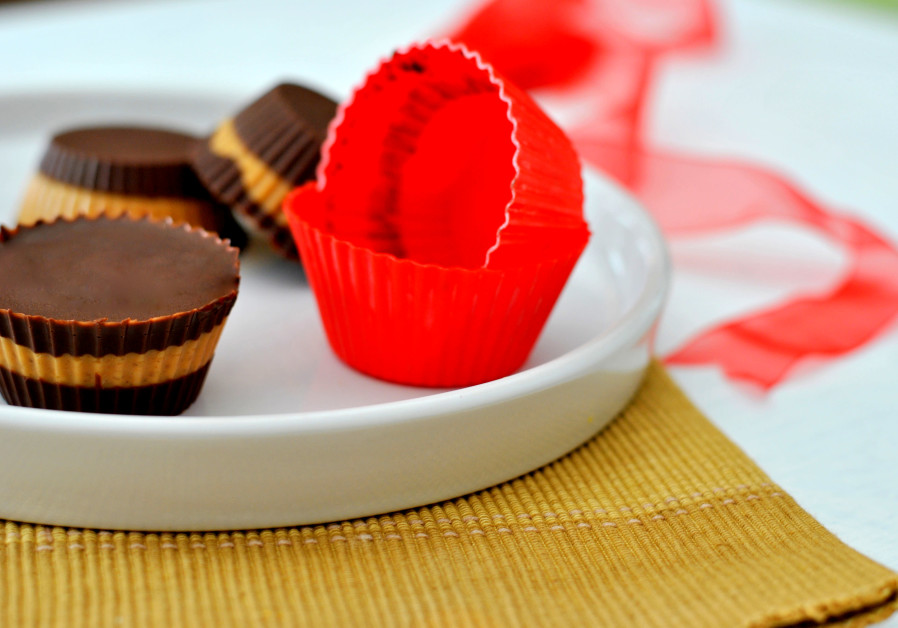 Chocolate and peanut butter cups (Credit: Pascale Perez-Rubin)