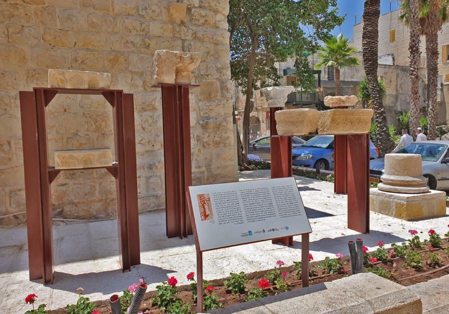 New exhibit in Jerusalem's Old City on Hayehudim Street (Credit: Orit Shamir, Israel Antiquities Authority)