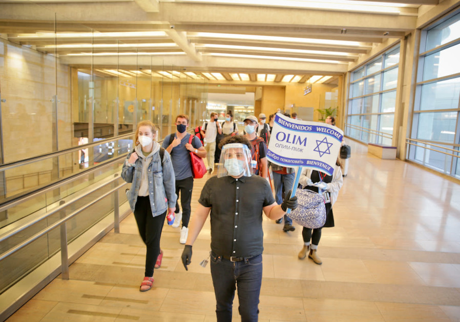 Lone soldiers landing in Israel on Monday, July 27, 2020 (Credit: Yonit Schiller)