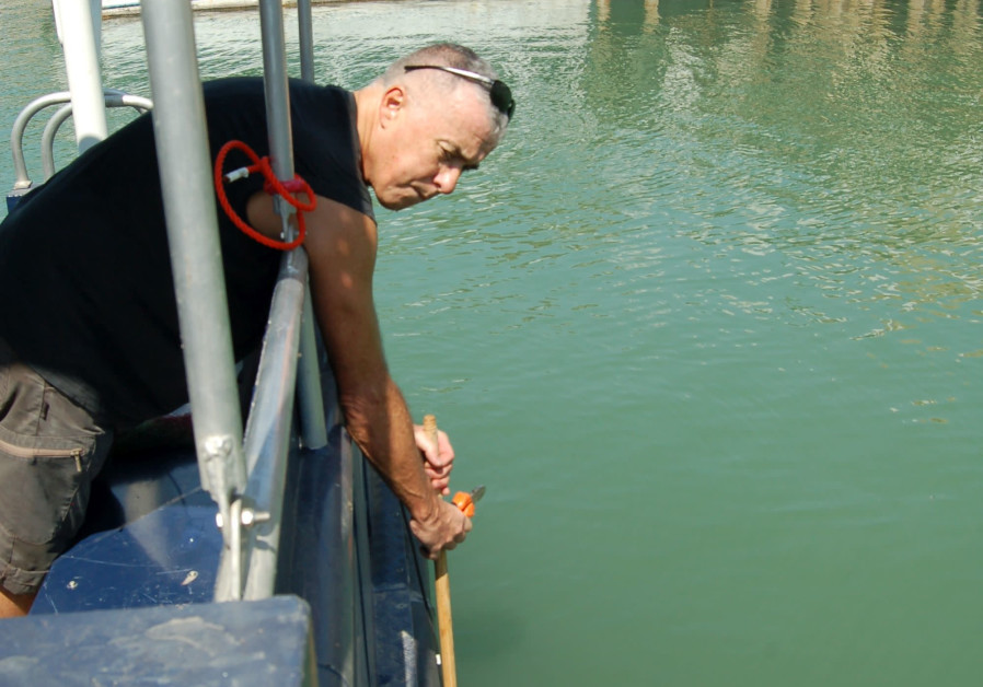 Luca Gasperini (National Research Council, Bologna Italy) installs the sonar device in the Kinneret. (Luca Gasperini)