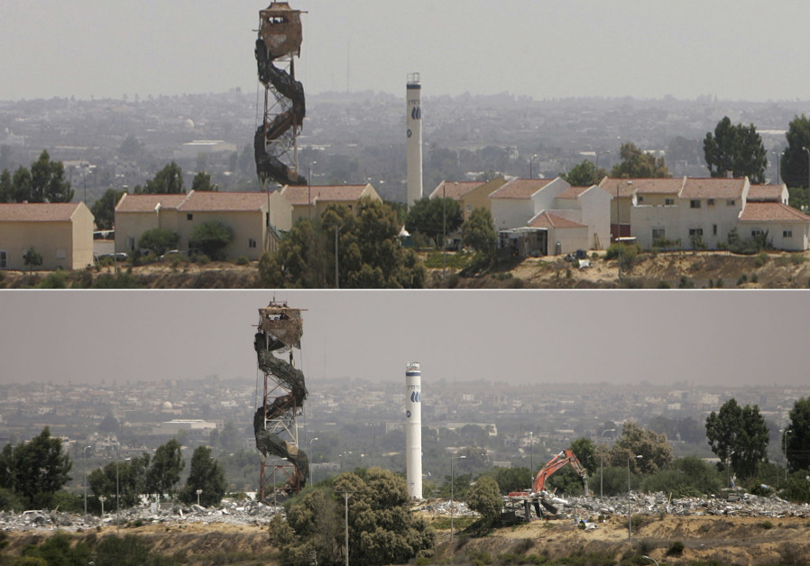THIS COMBINATION picture shows the settlement of Morag before and after it was demolished. Top – before: August 12, 2005; bottom, Israeli heavy equipment destroys houses, August 23, 2005.  (Suhaib Salem SJS/KS/Reuters)
