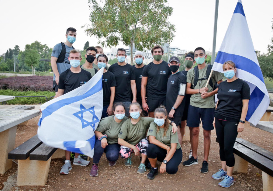 MK Yoaz Hendel with incoming lone soldiers (photo credit: YONIT SCHILLER)