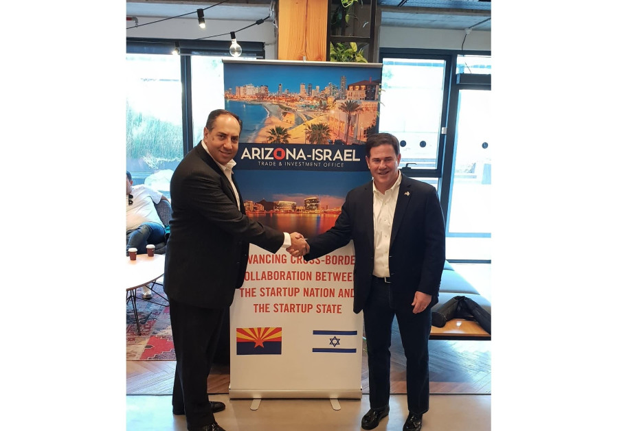 David Yaari (L), Director General of Arizona Israel Trade and Investment Office and Governor Doug Ducey (R), Governor of the State of Arizona (Credit: Tomer Maliki)