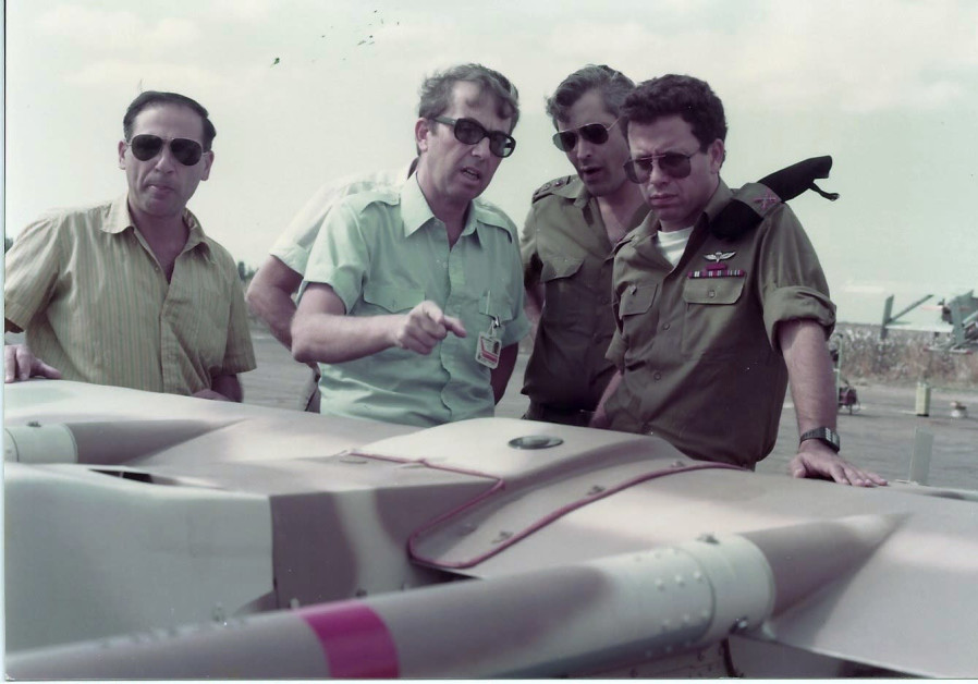 DAVID HARARI (second from left) shows off the nascent drone to IDF soldiers. (IAI)