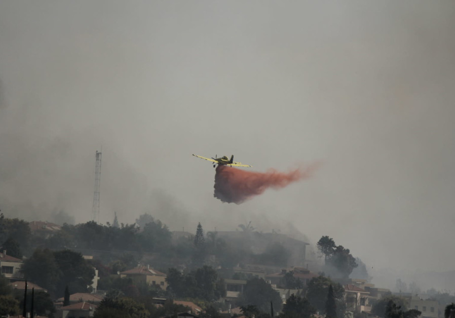 Fire services work to contain a wildfire near Kfar HaOranim, October 10, 2020. (Ori Lewis)