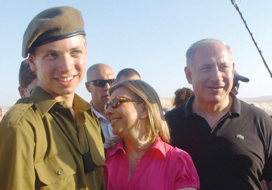 Yair Netanyahu in IDF uniform, with his proud parents. (Dudu Greenspan).