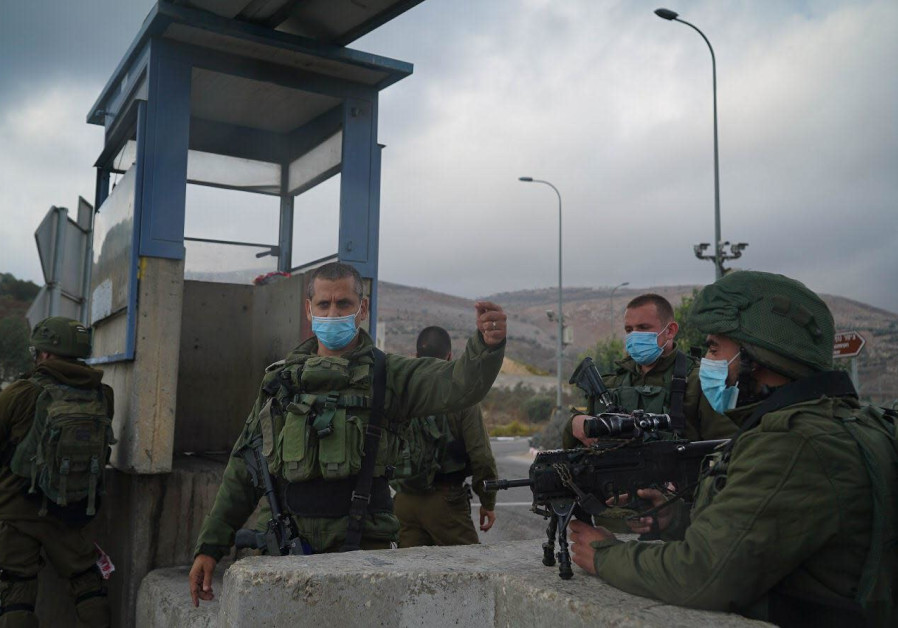 Commander of the Samaria Regional Brigade, Col. Roi Zweig, holds a situation evaluation following the terrorist attack near Nablus, November 4, 2020. (Credit: IDF Spokesperson's Unit)