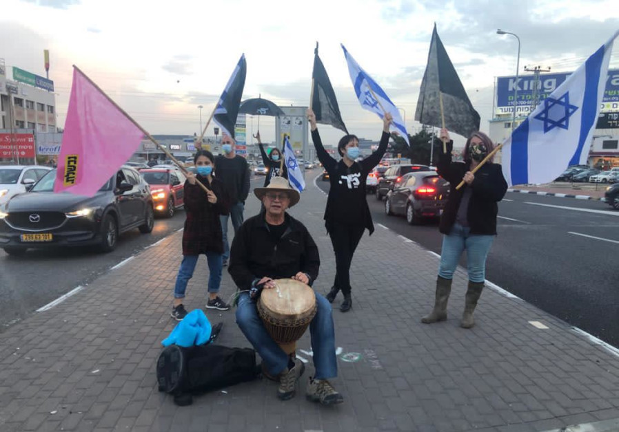 Anti-Netanyahu protesters at Bilu Junction, Saturday, December 12, 2020. (Credit: Black Flag movement)