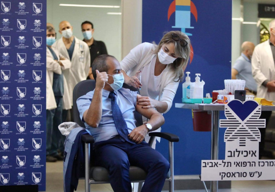 Prof. Ronni Gamzu is inoculated against the novel coronavirus (Credit: Marc Israel Sellem)