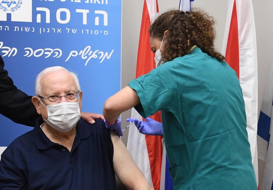 President Reuven Rivlin gets the coronavirus vaccine, Hadassah Medical Center, Jerusalem, December 20, 2020 (Mark Neyman/GPO)