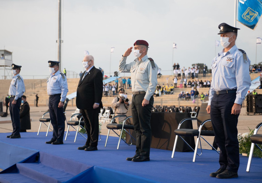 President Reuven Rivlin attends the graduation ceremony of Israel's 181 IAF flying training course on Wednesday, December 23, 2020. ( IDF SPOKESPERSON'S UNIT)