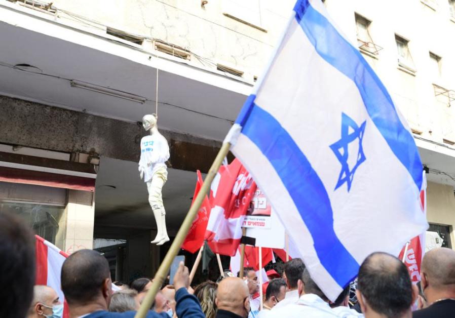 Pemilik toko dan usaha kecil memprotes peraturan penguncian virus corona di Tel Aviv (Avshalom Sassoni / Maariv).