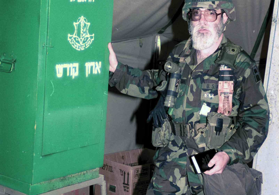 A US Army chaplain stands next to a military Aron Kodesh (Torah ark). (Credit: IDF ARCHIVES DEFENSE MINISTRY AND GOEL AMIR)