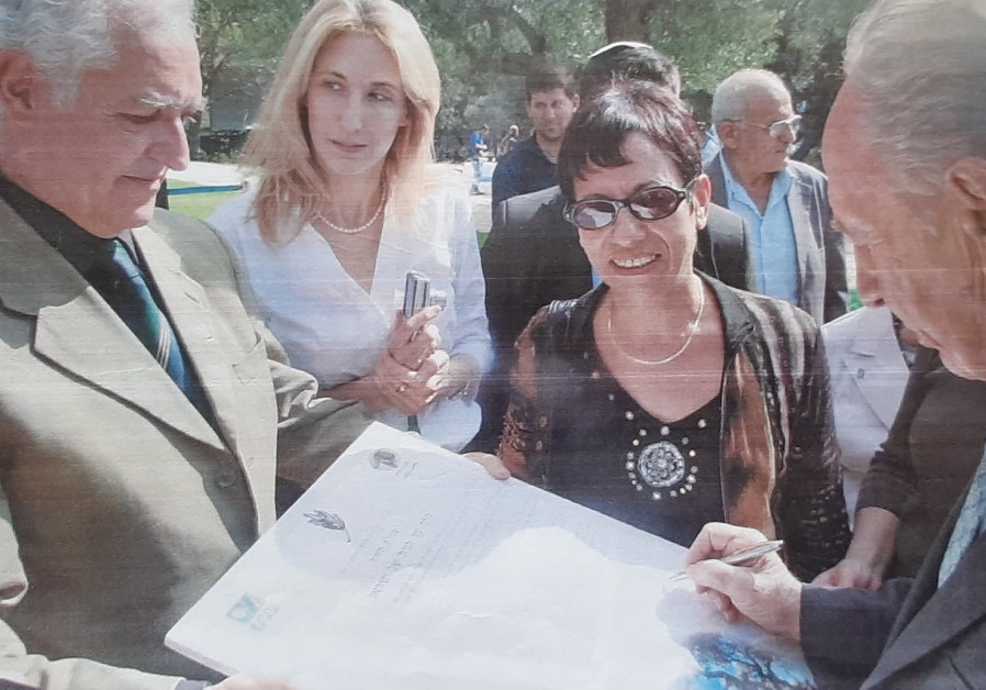 THEN-PRESIDENT Shimon Peres signs the Road's founding Charter. (Ambassadors' Club of Israel)