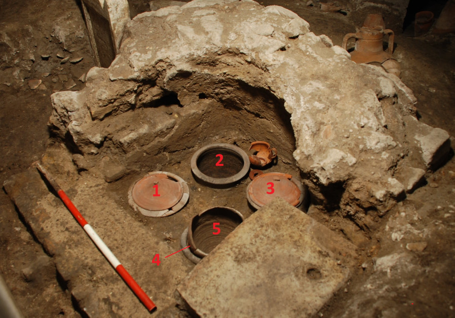In the Santa Rosa necropolis, amphorae and pots cover some of the cremation burials. (Photo credit: Vatican Museum)