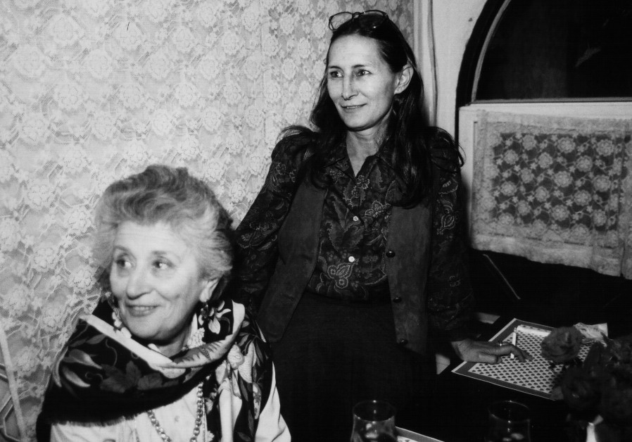 Ruth Dayan (L), widow of  Israeli general and defense minister Moshe Dayan, and her daughter Yael Dayan, 1990. (Credit: MOSHE SHAI/FLASH90)