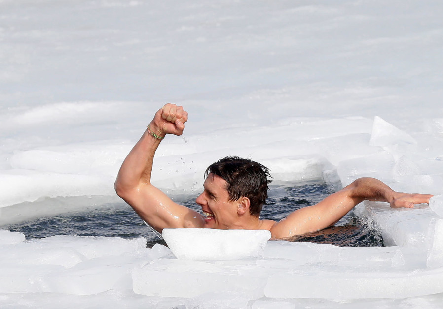 WATCH:Czech free-diver breaks ice-swim world record
