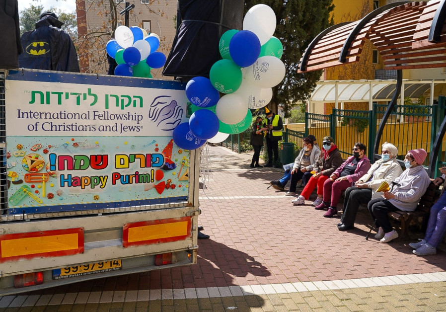 Hundreds of Fellowship volunteers visit 1,500 lonely elderly on Purim (Courtesy)