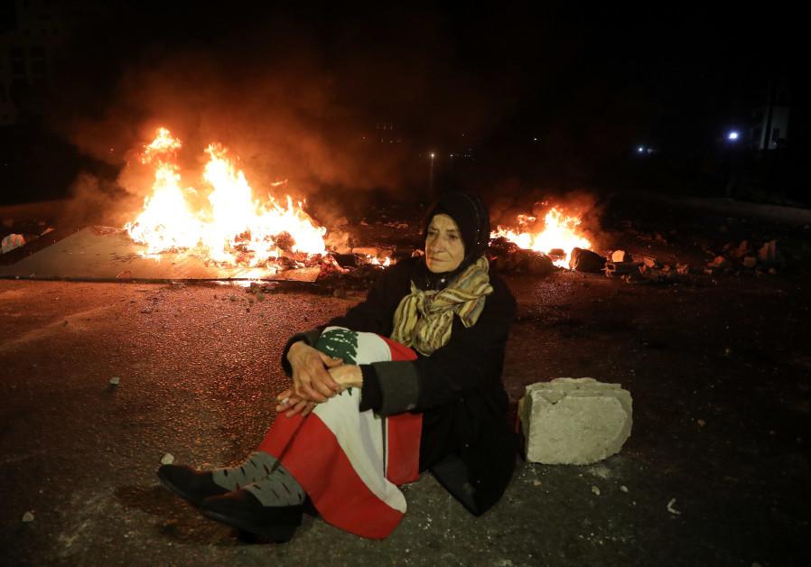 Protestors shut down roads as Lebanese economy crashes