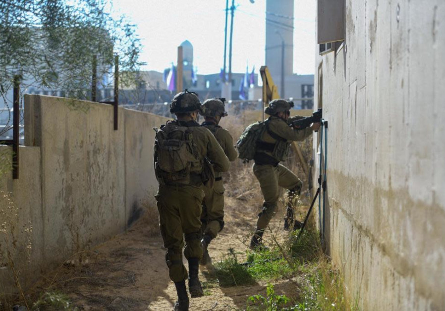 Photos: IDF soldiers complete urban warfare training at the Israel National Urban Training Center in Tze'elim (IDF Spokesperson's Unit)