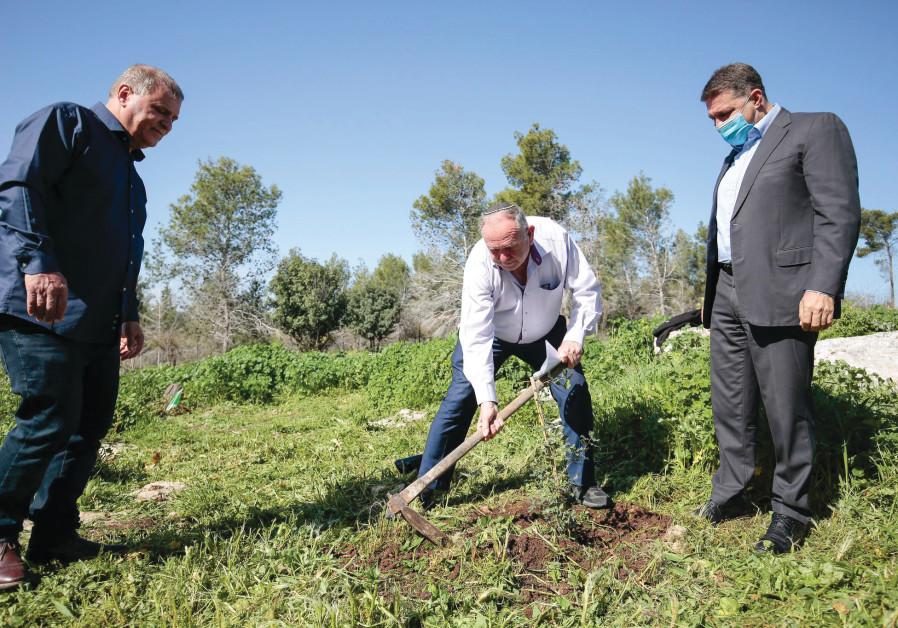 Avraham Duvdevani participating in Tu Bishvat tree-planting ceremony. (Photo credit: Haim Versano)