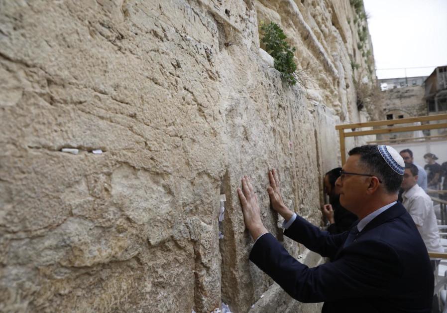 Gideon Sa'ar at the Western Wall (Credit: Marc Israel Sellem)