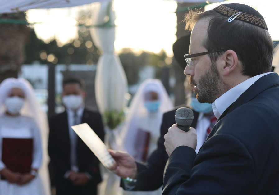 SHAVEI ISRAEL chairman Michael Freund recites sheva brachot under the huppah. (Photo Credit: Laura Ben-David)