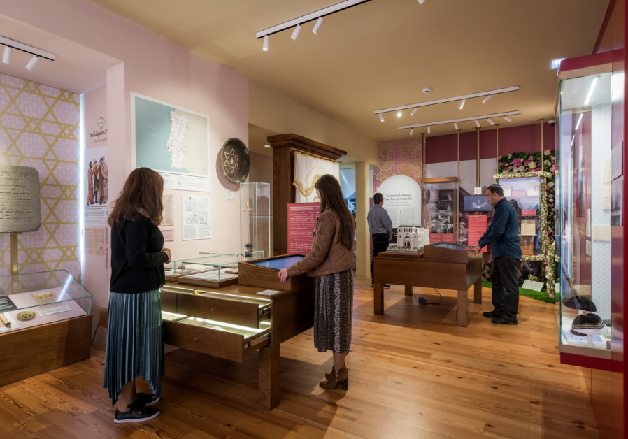 Many visitors came to see the museum on its opening day.