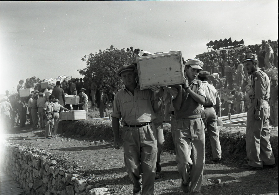 The funeral of those who fell at Gush Etzion during the War of Independence. (Credit: BENO ROTHENBERG/FROM THE MEITAR COLLECTION/COURTESY OF THE STATE ARCHIVE/AVAILABLE VIA THE NATIONAL LIBRARY OF ISRAEL)