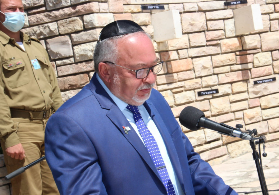 Head of Yisrael Beytenu Party, Avigdor Liberman,participated at a Remembrance Day ceremony in a cemetery in Nes Ziona. (Courtesy)