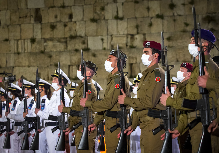Israeli soldiers stand still during the ceremony marking Remembrance Day for Israel's fallen soldiers and victims of terror, at the Western Wall in Jerusalem's old city. (Photo Credit: OLIVIER FITOUSSI/FLASH90)