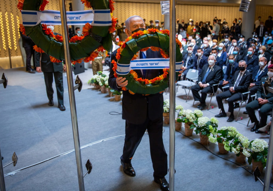 Prime Minister Benjamin Netanyahu holds a wreath at the Remembrance Day ceremony, Mount Herzl (Photo Credit: Emil Salman)