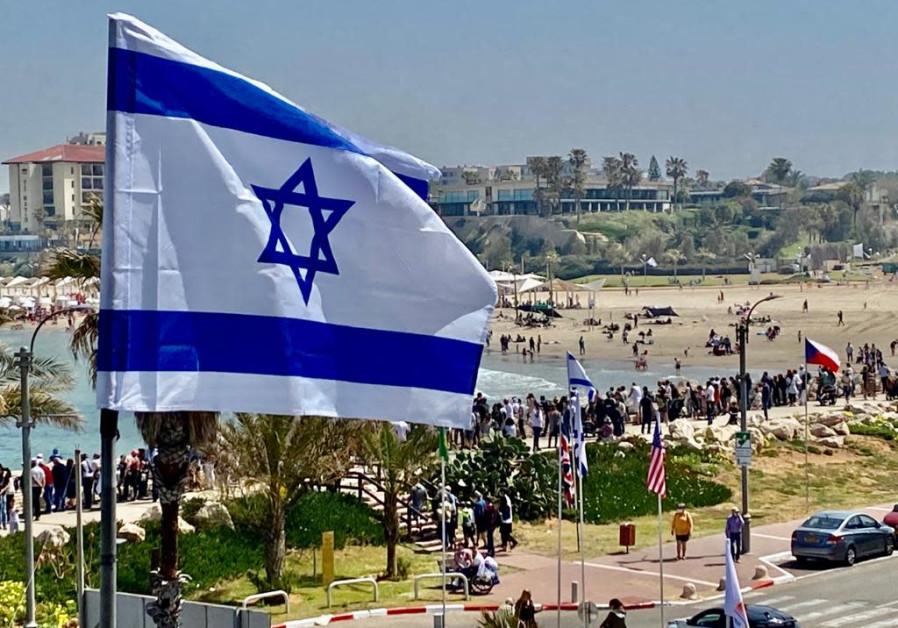 Herzliya merayakan Hari Kemerdekaan ke-73 Israel pada tanggal 15 April 2021 (kredit foto: Avshalom Sassoni / Maariv).