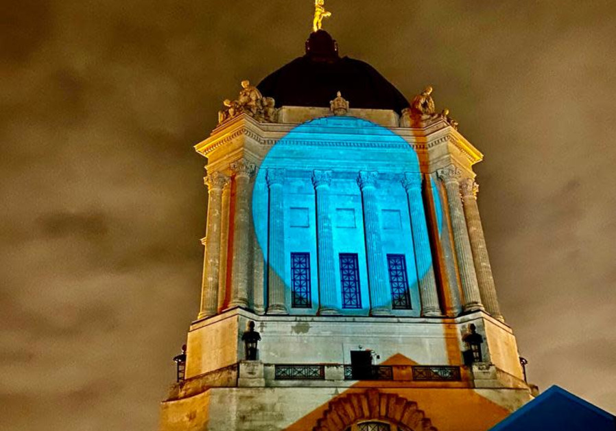 The Manitoba parliament building in Winnipeg, Canada, shines in blue for Israel's Independence Day, April 15, 2021. (Credit: FOREIGN MINISTRY)