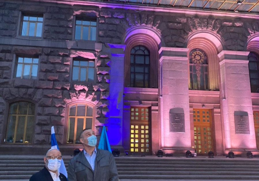 Kiev's city hall lights up in blue, as the Israeli ambassador and the mayor celebrate Israel's 73rd Independence Day together, April 15, 2021. (Credit: FOREIGN MINISTRY)