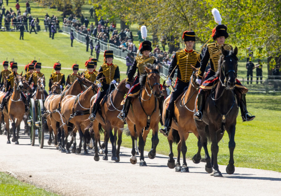 The King's Troop Royal Horse Artillery arrives at Windsor Castle in preparation for the Gun Salute on the palace grounds on the day of the funeral of Britain's Prince Philip, husband of Queen Elizabeth, who died at the age of 99, in Windsor, Britain April 17, 2021. (ANTONIO OLMOS/POOL VIA REUTERS)