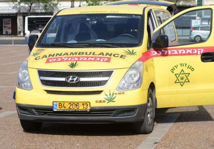 Ambulans Ganja di protes (kredit foto: Avshalom Sassoni / Maariv).