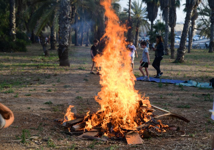 Anak-anak mulai merayakan Lag Ba'omer, Tel Aviv, 29 April 2021 (Avshalom Sassoni / Maariv)
