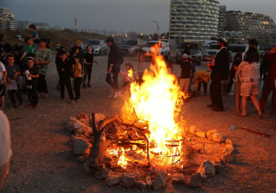 Lag Ba'omer celebrations begin, Tel Baruch, Tel Aviv, April 29, 2021 (Avshalom Sassoni/Maariv)
