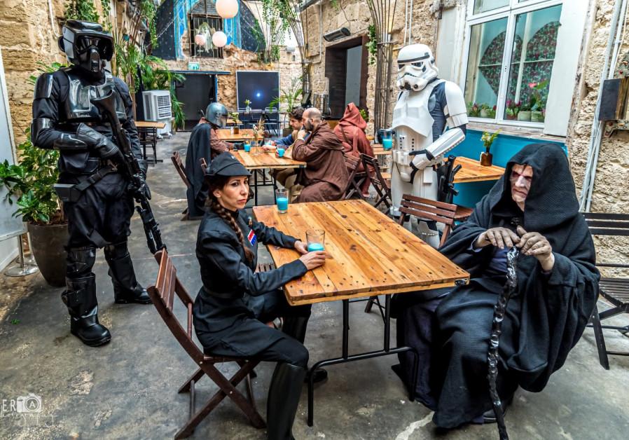 Tanggal 4 Mei menyertai Anda: Penggemar Star Wars Israel kembali setelah jeda COVID-19. (Kredit: Ofer Moldova)