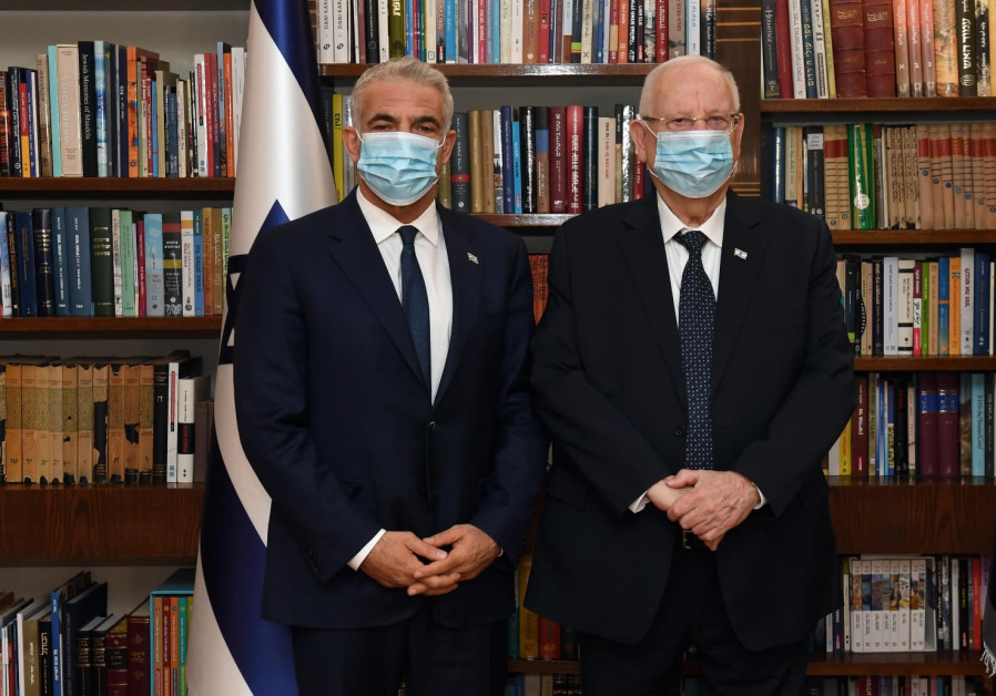 Lapid, Bennett hope to form government within a week