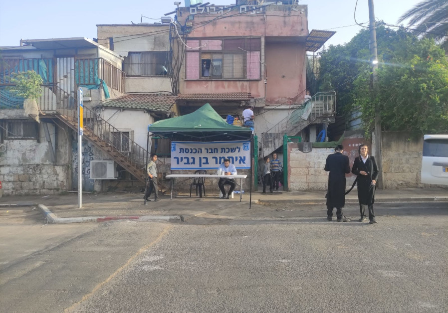 Otzma Yehudit head Itamar Ben-Gvir setting up his office in Sheikh Jarrah, May 6, 2021. (Credit: Courtesy)