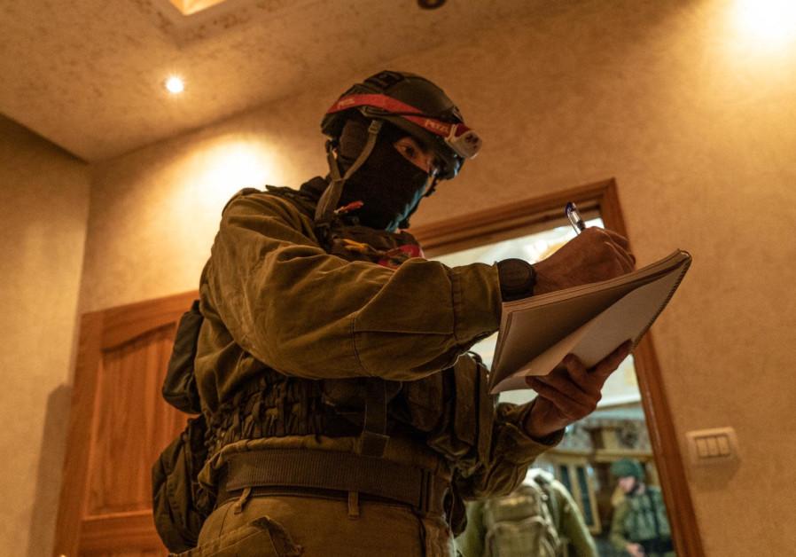 IDF soldiers map home of Tapuah Junction terrorist Muntasir Shalabi, May 06, 2021 (Photos: IDF Spokesperson's Unit)