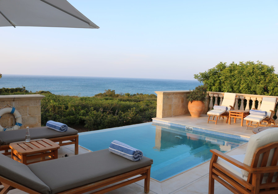 Anassa private pool in Cyprus (Photo credit: Hadassah Brenner).