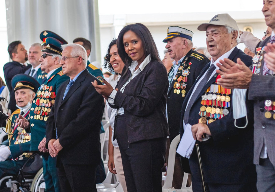 Alongside the veterans, Defense Minister Benny Gantz and Aliyah and Integration Minister Pnina Tamano Shata, as well as Jerusalem Mayor Moshe Lion were all present to honor the former fighters. (Credit: Noga Malsa)